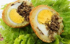 Bolinho de carne com ovo