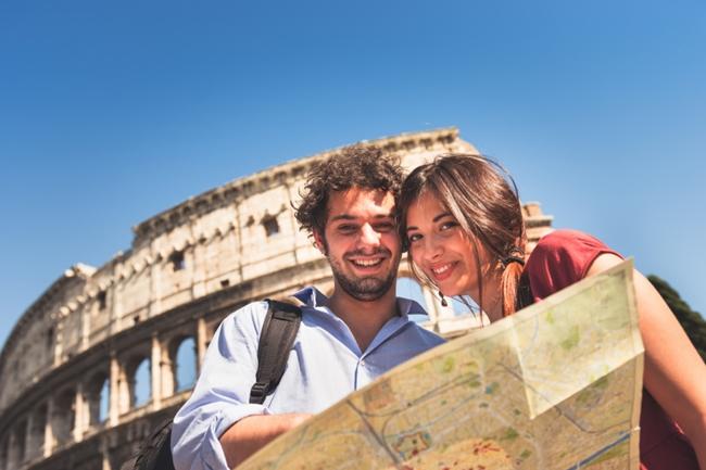 Viajar deixa as pessoas mais felizes do que bens materiais