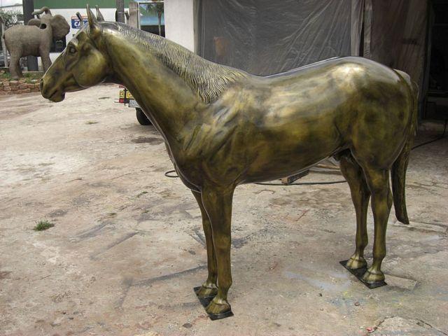 Cavalo em bronze