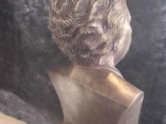 Busto Vovó Dedé