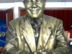 Busto Divaldo Franco