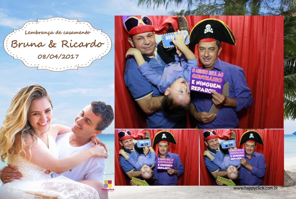 """<p>Veja abaixo alguns momentos que a HappyClick capturou!</p> <p>Para ver todas as fotos, cliquem em:<a href=""""https://www.facebook.com/pg/happyclickcabines/photos/?tab=album&album_id=901521916657136"""">Bruna & Ricardo</a>não esqueça de marcar seus amigos!</p>"""