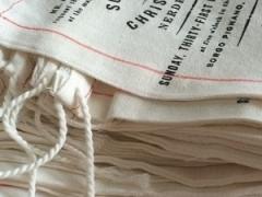 Tecido, joia e papel reciclado estão entre materiais modernos para convites